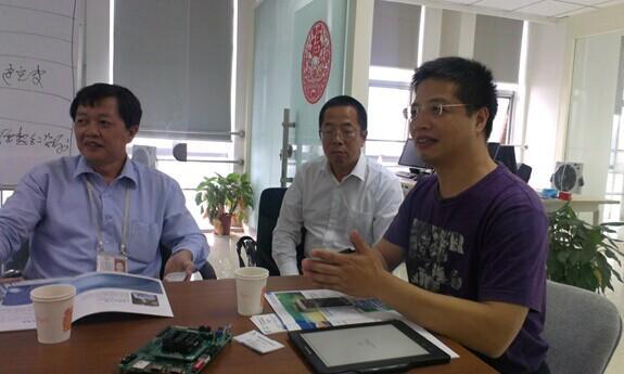 比亚迪汽车电子事业部总工程师罗如忠先生在联盟秘书长周迪平先生的